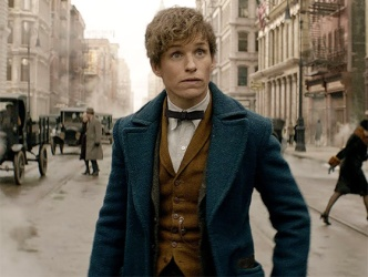 fantastic-beasts-and-where-to-find-them-eddie-redmayne-shocked-main